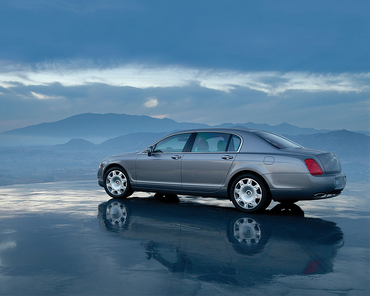 Обои на рабочий стол Bentley Continental Flying Spur back1 1280x1024